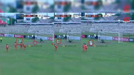 Pemain PSMP Mojokerto gagal mengeksekusi penalti. - INDOSPORT