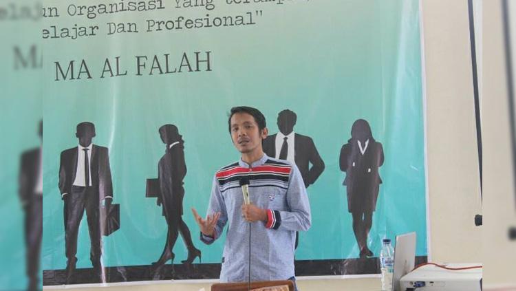 Koordinator Save Our Soccer Akmal Marhali. Copyright: Facebook/Akmal Marhali