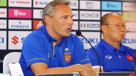 Pelatih Timnas Myanmar, Antoine Hey. - INDOSPORT