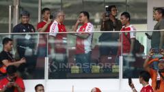 Indosport - Anies Baswedan nonton laga Persija vs Persela di GBK