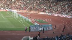 Indosport - Ucapan selamat datang Jakmania untuk LA Mania.