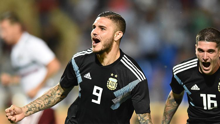 Mauro Icardi mencetak gol ke gawang Meksiko. Copyright: Amilcar Orfali/Getty Images