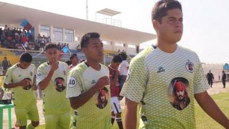 Jersey Klub Peru, Pirate FC yang Menggunakan Wajah Kapten Jack Sparrow - INDOSPORT