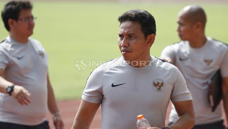 Pelatih Timnas Indonesia Bima Sakti dan asisten jelang Timnas Indonesia lawan Filipina.