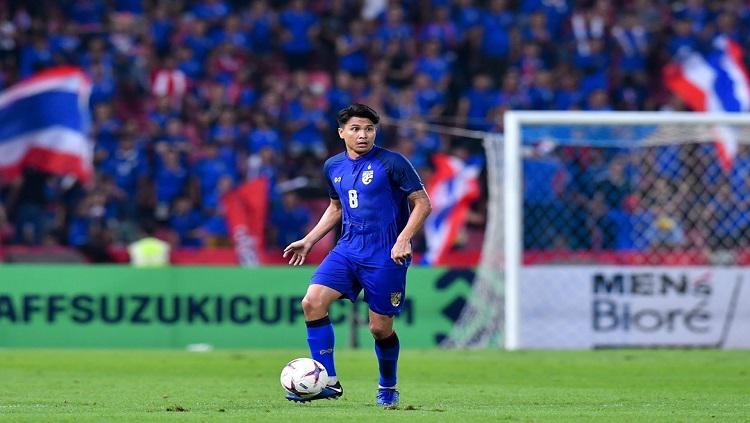 Gelandang Timnas Thailand, Thitipan Puangchan, di Piala AFF 2018. Copyright: fathailand.org