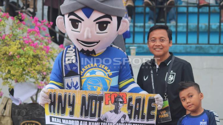PSIS Semarang nampaknya takkan melepas pemain bintangnya yakni Hari Nur Yulianto. Copyright: ronald seger/Indosport.com