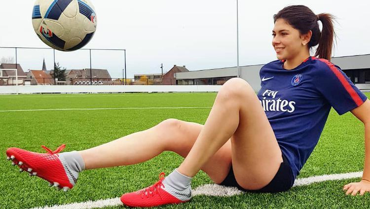 Céline Dept, pesepak bola wanita. Copyright: Instagram/Celine Dept