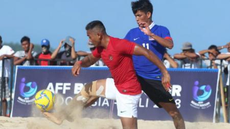 Aksi Pemain Timnas Indonesia di Gelaran Piala AFF 2018 sepak bola pantai. - INDOSPORT