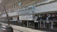 Indosport - Stadion All Boys di Argentina yang ditutup usai terjadi insiden kerusuhan penggemar dan polisi