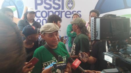 Pentolan Bonek Andie Peci akhirnya buka suara usai Persebaya Surabaya taklukan Persija Jakarta dengan skor 2-1 di Liga 1 2019 pekan ke-33, Selasa (17/12/19). - INDOSPORT