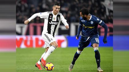 Cristiano Ronaldo saat membawa bola - INDOSPORT