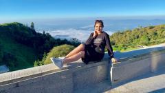 Indosport - Penyanyi dan istri Anang Hermansyah, Ashanty mendapat cibiran dari netizen karena dinilai salah kostum di kolam renang.