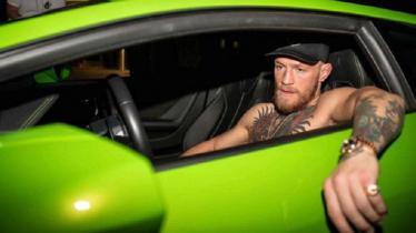 Ilustrasi Conor McGregor ketika mengendari mobil - INDOSPORT