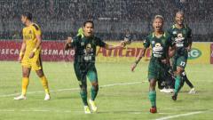 Indosport - Osvaldo Haay melakukan selebrasi di menit ke-42