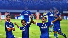 Indosport - Aksi selebrasi pemain Persib Bandung U-19 setelah Ilham Qolba mencetak gol ke gawang Persija.