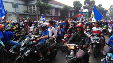 Bobotoh sambut Skuat Persib Bandung U-19. - INDOSPORT