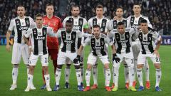 Indosport - Skuat Juventus di laga melawan Valencia.