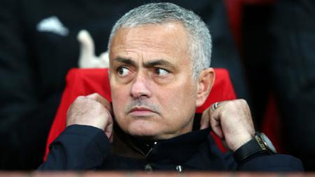 Jose Mourinho menyempatkan diri menonton langsung pertandingan Divisi Championship Liga Inggris antara Fulham vs Nottingham Forest di Craven Cottage, Sabtu (24/8/19) lalu. - INDOSPORT