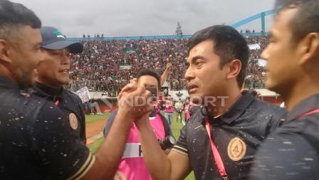 Pelatih PSS Sleman Seto Nurdiyantoro dengan wajah haru.