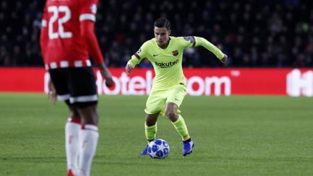 Aksi Philipe Coutinho saat PSV Eindhoven vs Barcelona di Liga Champions, Kamis (29/11/18). - INDOSPORT