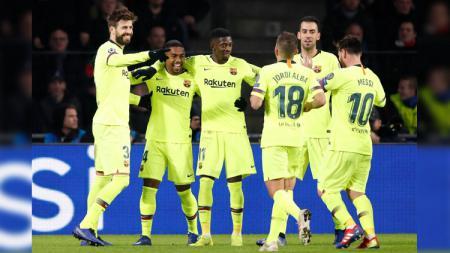 Selebrasi para pemain Barcelona usai menang dari PSV Eindhoven di Liga Champions, Kamis (29/11/18). - INDOSPORT