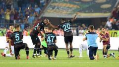 Indosport - Selebrasi ala viking yang dilakukan oleh tim LIga Turki, Trabzonspor FC