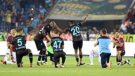 Selebrasi ala viking yang dilakukan oleh tim LIga Turki, Trabzonspor FC - INDOSPORT
