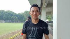 Indosport - Kiper Bhayangkara FC, Awan Setho, ketika latihan jelang laga Bhayangkara vs PSM Makassar, Jumat (30/11/18).