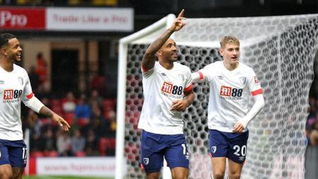 Striker Bournemouth, Callum Wilson (tengah), menjadi pemain buruan Manchester United di bursa transfer musim depan karena memiliki potensi terpendam. - INDOSPORT