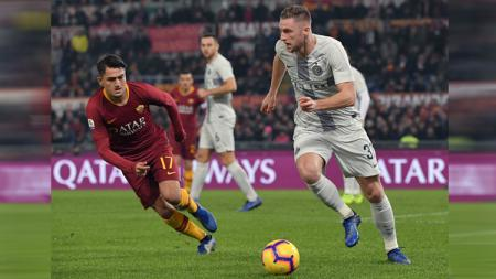 Dua klub serie A Italia, AS Roma dan Inter Milan kabarnya diminta mundur dari Liga Europa oleh UEFA. - INDOSPORT