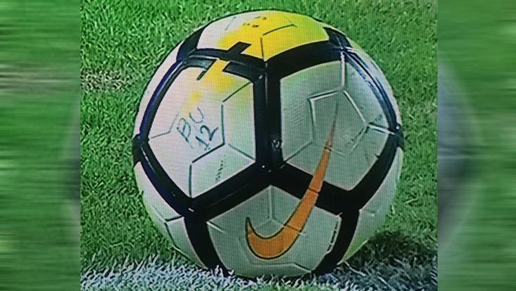 Bola di pertandingan Bali United vs Persija Copyright: twitter/@SamsulH347