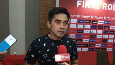 pelatih PSS Sleman Seto Nurdiantoro punya tips unik untuk para pemainnya agar cepat beradaptasi dengan cuaca panas di Padang. - INDOSPORT
