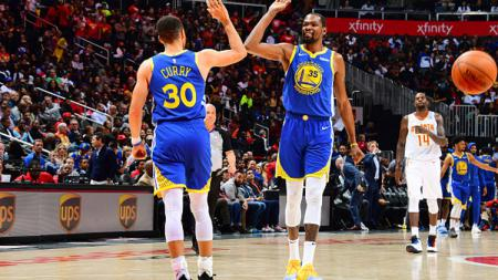 Stephen Curry dan Kevin Durant, 2 aktor kemenangan Golden State Warriors atas Atlanta Hawks. - INDOSPORT
