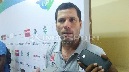 Oswaldo Lessa, pelatih Persipura Jayapura. - INDOSPORT