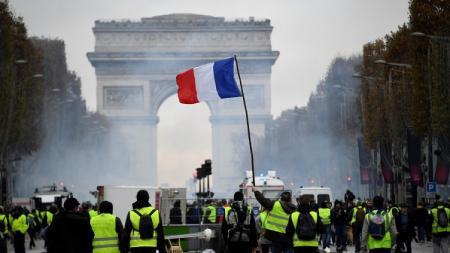Kerusuhan di Kota Paris menyebabkan PSG harus menunda laga kandang melawan Montpellier akhir pekan. - INDOSPORT