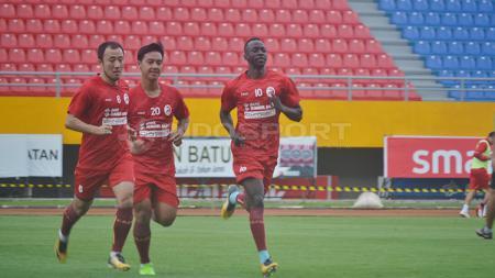 Kapten Sriwijaya FC, Yu Hyun Koo, saat menjalani latihan. - INDOSPORT