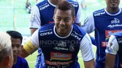 Indosport - Kapten Arema FC, Hamka Hamzah, memberi semangat kepada tim dan juga para suporter untuk tidak mudah menyerah meski mendapat hasil kurang maksimal di awal musim Liga 1 2019. Ian Setiawan/INDOSPORT.