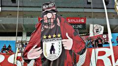 Indosport - Fans Militan Persipura Jayapura, Ultras BCN 1963 dengan tampilan koreonya saat mendukung tim Persipura di Stadion Mandala.