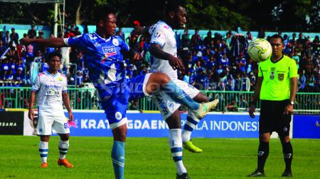 Jalannya pertandingan PSCS Cilacap VS Persib Bandung di Piala Indonesia. - INDOSPORT