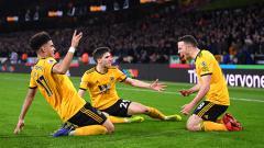 Indosport - Selebrasi para pemain Wolverhampton yang berhasil mengalahkan Chelsea di laga lanjutan Liga Primer Inggris.