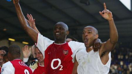 Thierry Henry dan Patrick Vieira saat masih berseragam Arsenal. - INDOSPORT