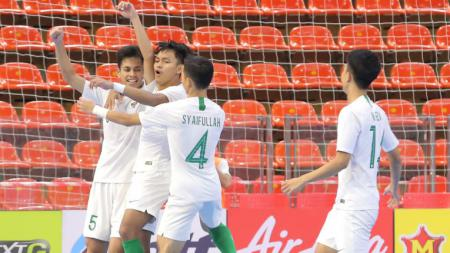 Para pemain Timnas Futsal Indonesia U-20 saat mengahdapi Viietnam di Kulaifikasi AFC Futsal U-20 Championship. - INDOSPORT