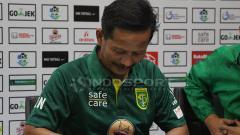 Indosport - Djanur menandatangani kontrak baru.