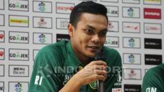 Indosport - Rachmat Irianto dalam konferensi pers jelang laga Persebaya vs PSIS Semarang.