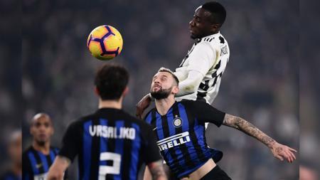 Bintang Juventus, Blaise Matuidi, diketahui mengalami patah tulang pada laga Serie A Italia terakhir. Hal ini membuatnya absen dari Timnas Prancis di laga internasional. - INDOSPORT