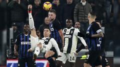 Indosport - Ronaldo saat mencoba membobol gawang Inter Milan.