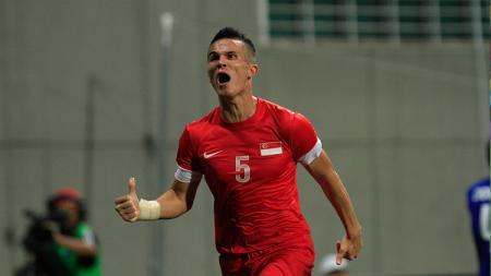 Baihakki Khaizan bek Timnas Singapura yang pernah memperkuat Persija dan Persib resmi dilepas klub Thailand, PT Prachuap FC. - INDOSPORT
