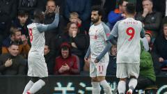 Indosport - Mohamed Salah, Naby Kiet,a dan Roberto Firmino dalam selebrasi gol Liverpool ke gawang Bournemouth, Sabtu (08/12/18).