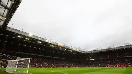 Manchester United meminta seluruh penggemarnya menjauhi Stadion Old Trafford menjelang bergulirnya kembali Liga Inggris - INDOSPORT