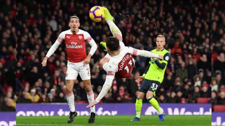 Lucas Torreira mencetak gol salto ke gawang Huddersfield - INDOSPORT